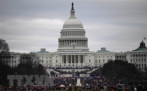 Người biểu tình tập trung tại khu vực tòa nhà Quốc hội Mỹ ở Washington, DC ngày 6/1/2021. (Ảnh: AFP/TTXVN).