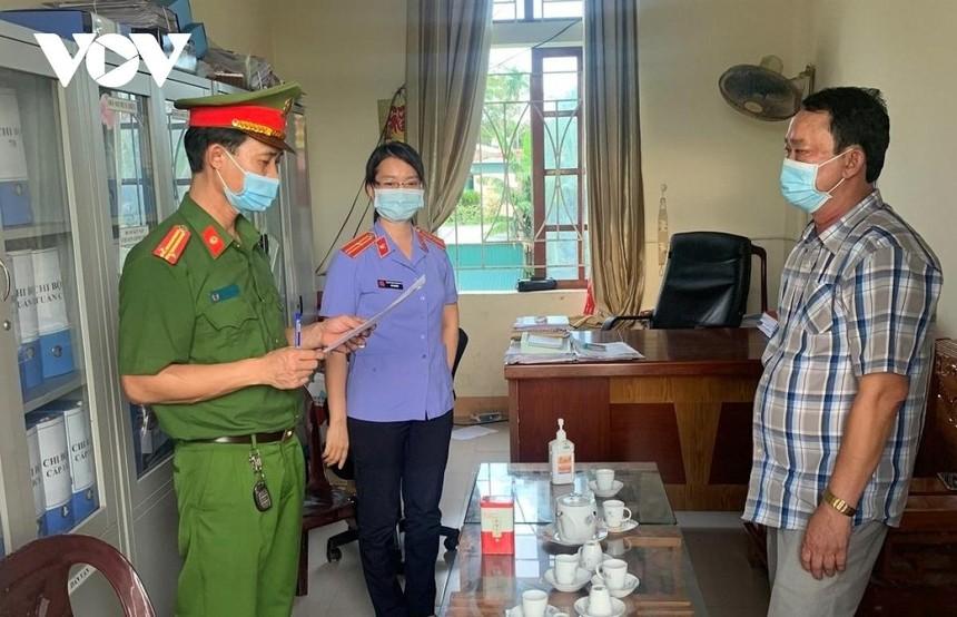 """Mở rộng điều tra, Công an đã khởi tố hàng loạt cán bộ, nguyên cán bộ tại huyện Quỳnh Lưu liên quan đến 2 vụ """"giả mạo trong công tác""""."""