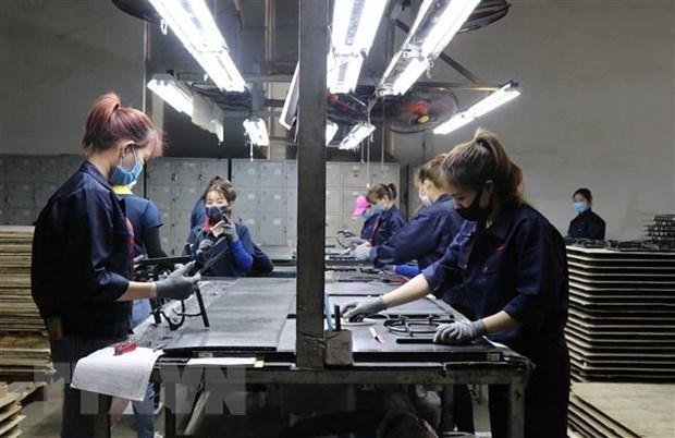 Công nhân làm việc tại Công ty TNHH Quốc tế Bright Việt Nam, huyện Thuận Thành, tỉnh Bắc Ninh. (Ảnh: Thái Hùng/TTXVN).