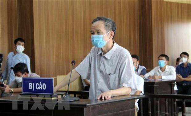 Nguyên Phó Chủ tịch HĐND thị xã Nghi Sơn Hồ Đình Tùng lãnh 30 tháng tù giam. (Ảnh: Nguyễn Nam/TTXVN).