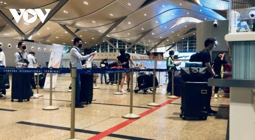 Sân bay Cam Ranh đón chuyến bay thuê bao từ nước ngoài đảm bảo quy trình phòng chống dịch.