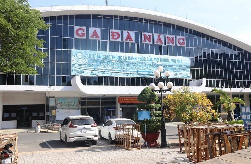 """Ga Đà Nẵng khởi động vận chuyển hành khách trở lại sau thời gian Đà Nẵng """"phong thành"""" chống dịch COVID-19."""
