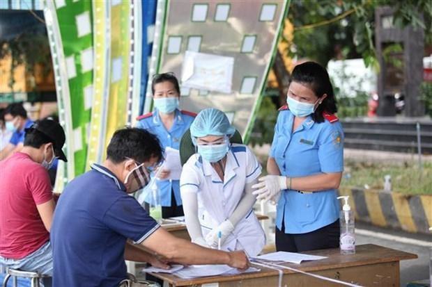 Khai báo y tế tại tỉnh Tây Ninh. (Ảnh: Thanh Tân/TTXVN).