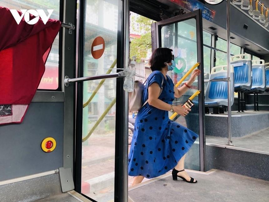 Đề xuất xe buýt được hoạt động với 50% biểu đồ chạy xe đã được Sở Giao thông vận tải Hà Nội phê duyệt.