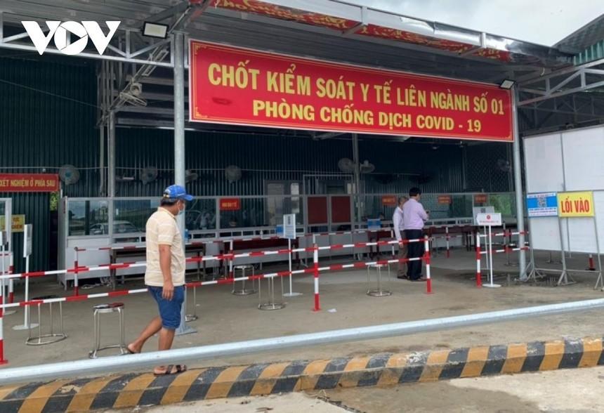 Người dân đến Thừa Thiên Huế chỉ cần khai báo y tế tại chốt kiểm soát y tế.
