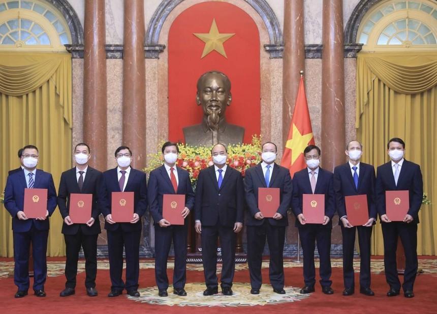 Chủ tịch nước Nguyễn Xuân Phúc trao Quyết định bổ nhiệm 8 Đại sứ, Trưởng cơ quan đại diện Việt Nam ở nước ngoài.