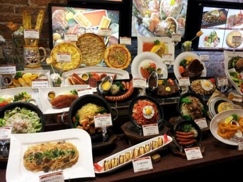 Đồ ăn mô hình được trưng bày và bán tại nhiều nơi ở Nhật Bản. Ảnh: Kotaku.