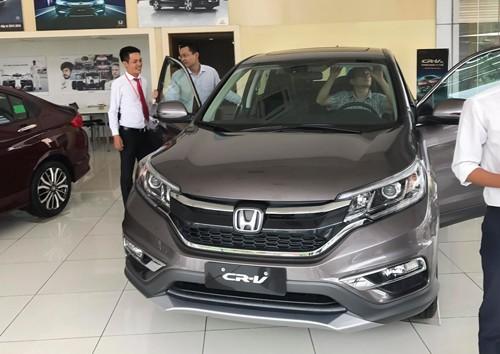 Một đại lý Honda tấp nập nhờ chương trình giảm giá. Ảnh:Việt Cường.