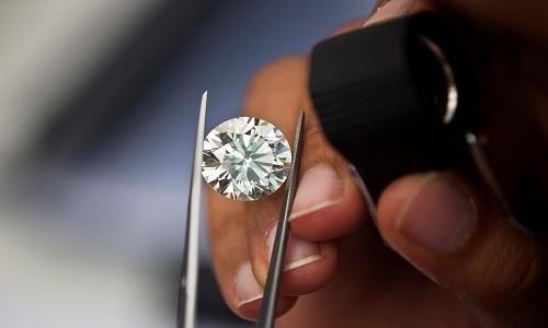 Kim cương sản xuất bằng lò vi sóng có thành phần cấu tạo và chất lượng giống kim cương tự nhiên. Ảnh minh họa:Reddit.