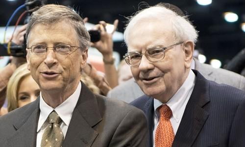 Bill Gates và Warren Buffett trong Đại hội Cổ đông Berkshire Hathaway. Ảnh:AFP