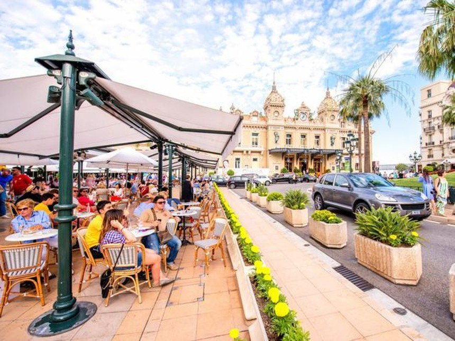 Khoảng 32% cư dân Monaco là triệu phú.