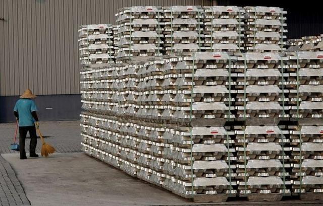 Trung Quốc chuẩn bị tung kho dự trữ để ghìm cương giá kim loại