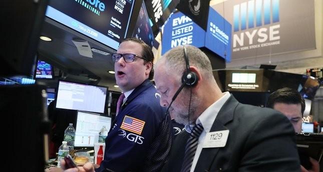 Giới đầu tư phố Wall liên tiếp nhận tin vui (Ảnh minh họa: AFP)