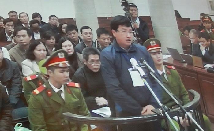 Bị cáo Lê Minh Hiếu trả lời trước tòa