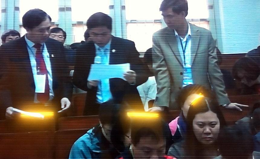 Đại diện Ngân hàng Agribank và chi nhánh Nam Hà Nội trình bày tại tòa (ảnh chụp qua màn hình)
