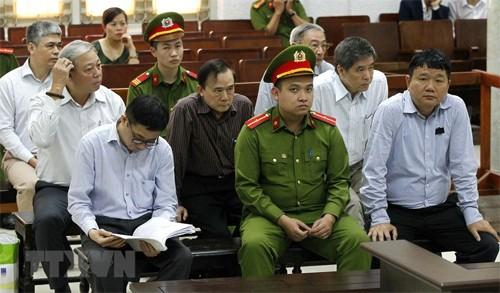 Các bị cáo tại Tòa. Ảnh TTXVN.