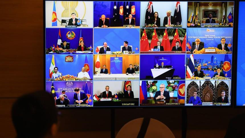 Hình ảnh đại diện của các nước ký kết trong lễ ký kết Hiệp định thương mại Đối tác Kinh tế Toàn diện Khu vực (RCEP) tại hội nghị cấp cao ASEAN được tổ chức trực tuyến tại Hà Nội vào ngày 15/11/2020. Nguồn: AFP
