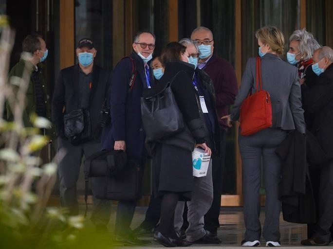 Nhóm chuyên gia WHO tại thành phố Vũ Hán, Trung Quốc. Ảnh: AFP