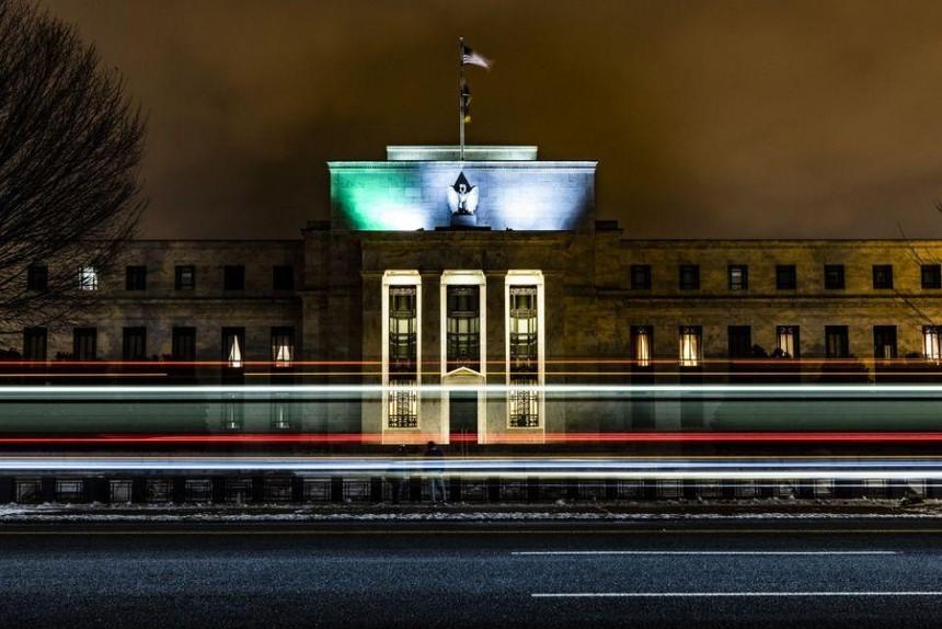 Các ngân hàng trung ương đối mặt với lựa chọn nan giải giữa kiểm soát lạm phát hay tăng trưởng kinh tế