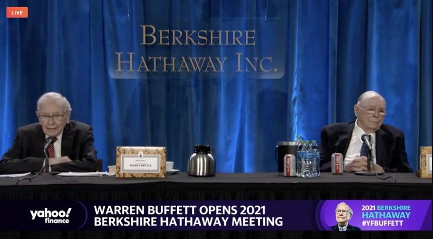 Warren Buffett và Charlie Munger tại cuộc họp thường niên của Berkshire Hathaway ở Los Angeles, California ngày 1/5/2021