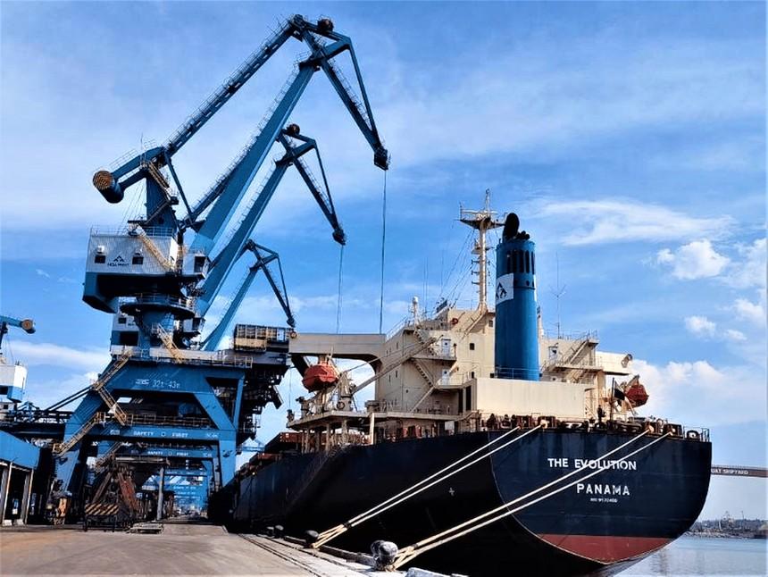 Tàu The Evolution hoàn thành chuyến hàng đầu tiên về cảng Hòa Phát Dung Quất