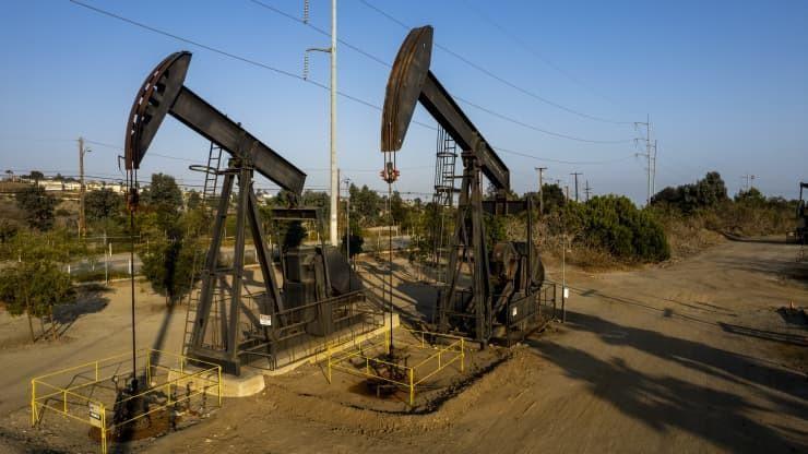 Cuộc chiến nguồn cung đang treo lơ lửng trên thị trường dầu mỏ