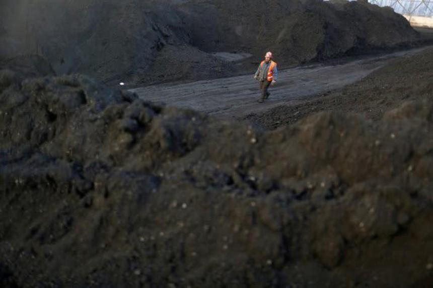 Nhập khẩu than của Trung Quốc tăng vọt trong bối cảnh khủng hoảng năng lượng