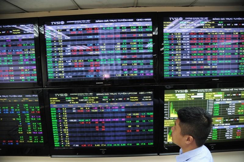 Bàn tròn tuần mới: Nên ưu tiên rót tiền vào nhóm cổ phiếu nào?