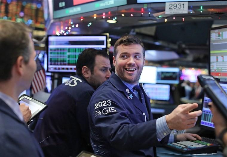 Nhận nhiều tin tốt, giới đầu tư tích cực xuống tiền