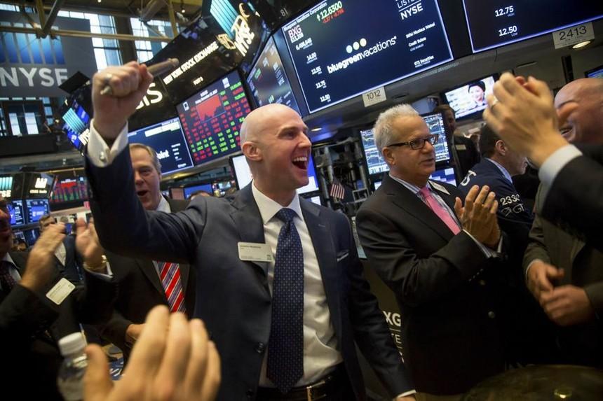 Nhận tin vui liên tiếp, giới đầu tư tích cực xuống tiền