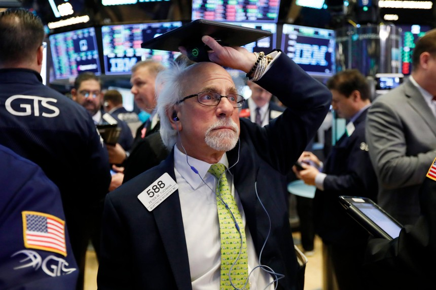 Nhiều áp lực đè nặng tâm lý, giới đầu tư lại ồ ạt bán ra