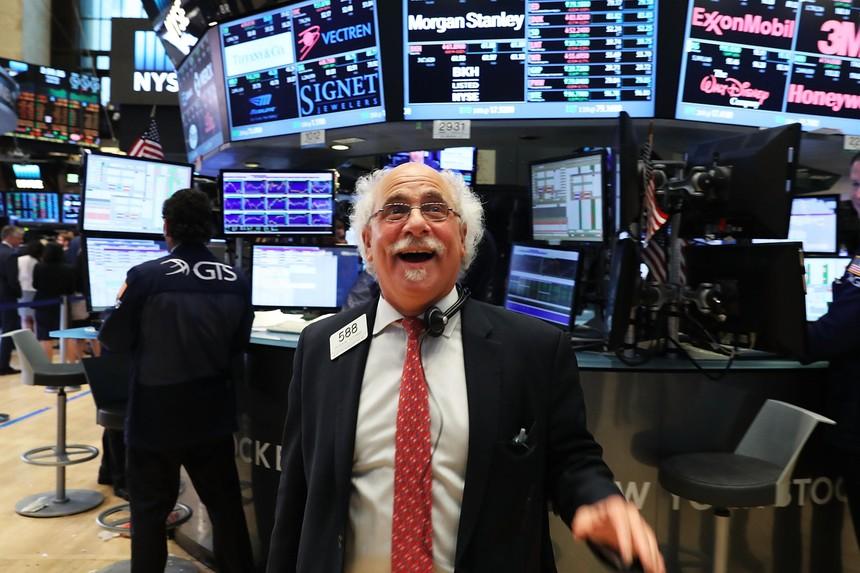 Dòng tiền bắt đáy nhập cuộc, thị trường phủ sắc xanh
