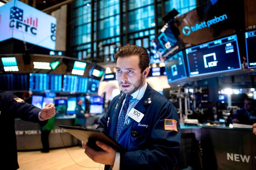 Dữ liệu kinh tế càng mạnh mẽ, giới đầu tư lại càng thêm lo lắng