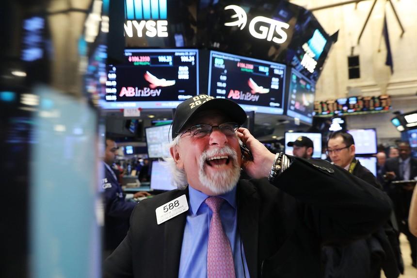 Đón tháng 4 với những tín hiệu tích cực, giới đầu tư phấn khởi xuống tiền