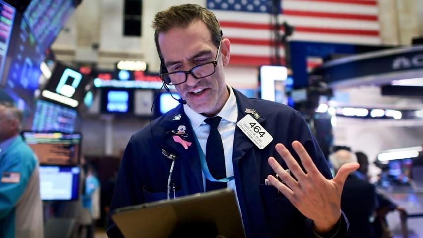 Lo lắng bao trùm, giới đầu tư bán tháo