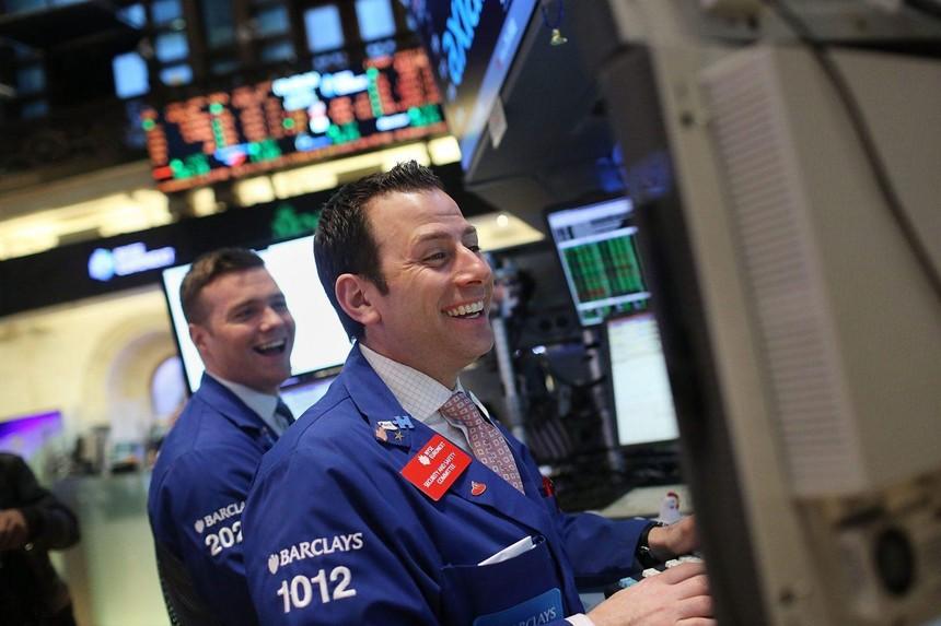 Bất chấp dịch bệnh, giới đầu tư vẫn tự tin gom hàng