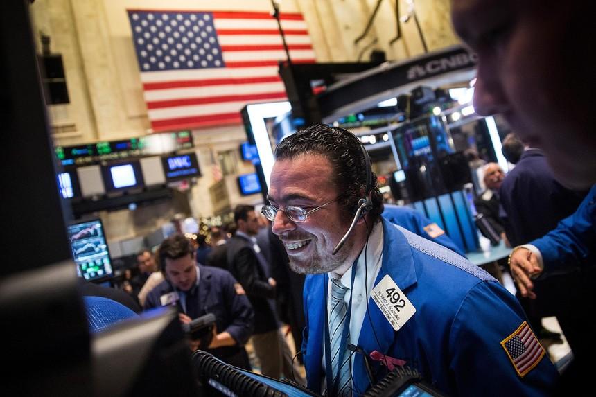 Dữ liệu kinh tế tích cực, giới đầu tư hồ hởi gom hàng trở lại