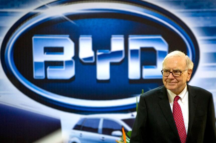 """Warren Buffett lãi 2 tỷ USD trong năm nay nhờ """"đối thủ Tesla"""" đến từ Trung Quốc"""