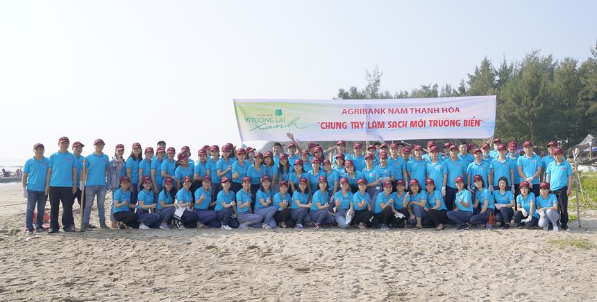 """Bằng nhiều hành động thiết thực, Agribank đang chung tay cùng cộng đồng hiện thưc hóa mục tiêu chiến lược tăng trưởng xanh và phát triển bền vững """"Vì tương lai xanh"""" của Việt Nam"""