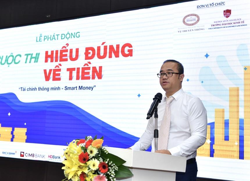 PGS.TS Nguyễn Trúc Lê, Hiệu trưởng trường ĐHKT, ĐHQG phát biểu khai mạc