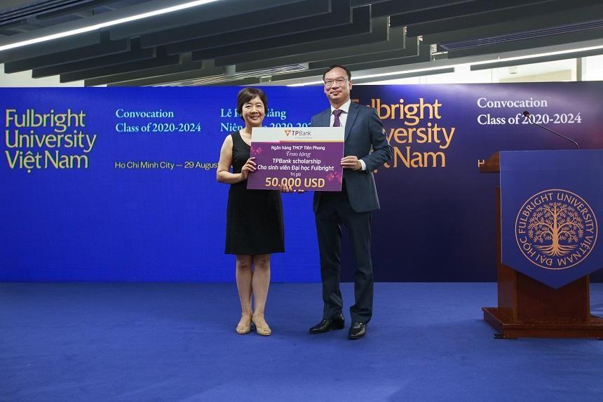 Tháng 8/2020, TPBank từng trao học bổng 50.000 USD cho sinh viên có hoàn cảnh đặc biệt khó khăn nhưng đạt thành tích xuất sắc và có ý chí vươn lên trong học tập của Đại học Fulbright Việt Nam