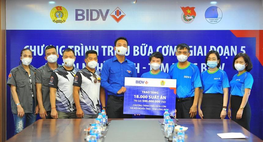 BIDV trao 18.000 suất cơm tặng đồng bào khó khăn tại TP. Hà Nội