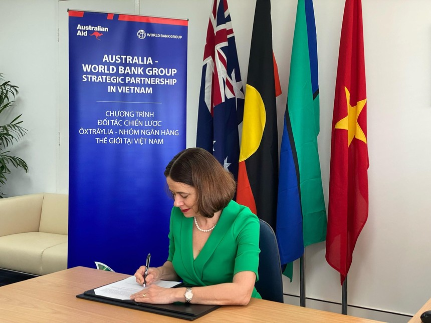 Bà Robyn Mudie, Đại sứ Australia tại Việt Nam tại buổi ký kết