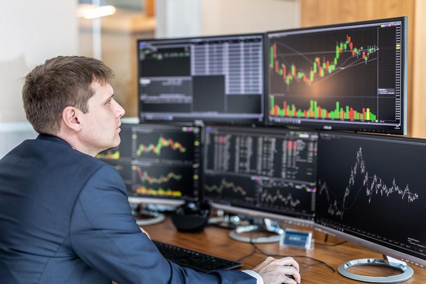 Giao dịch chứng khoán khối ngoại ngày 25/2: Đẩy mạnh xả bán cổ phiếu VNM