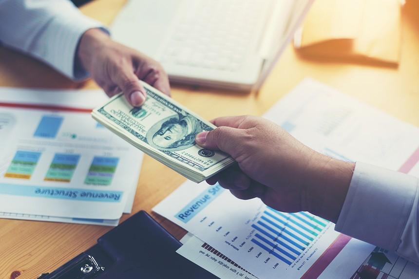 Cho vay ra nước ngoài: Loại bỏ doanh nghiệp dùng vốn vay để cho vay