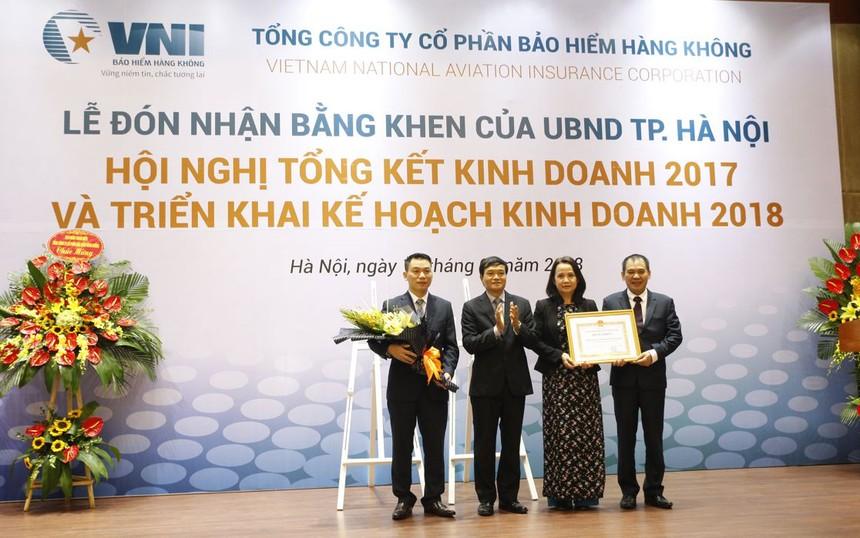 Bảo hiểm Hàng không (VNI) đón nhận Bằng khen của UBND TP Hà Nội