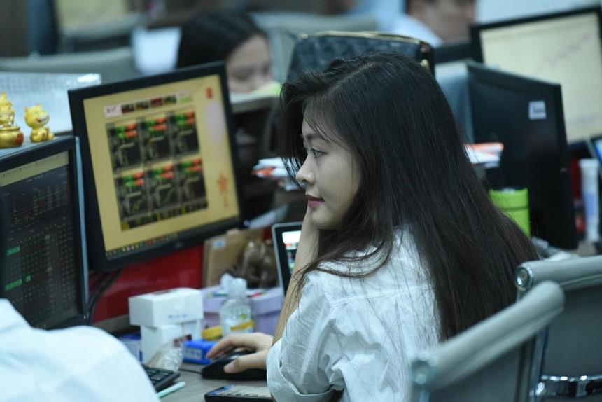 Giá một số cổ phiếu trên sàn tăng mạnh sau khi có thông tin về thoái vốn như VNR, BMI