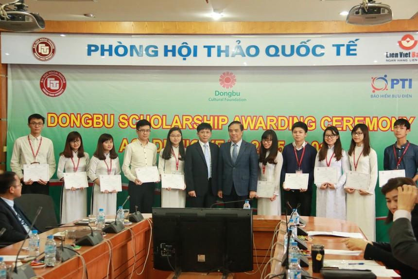 PTI trao 1 tỉ đồng học bổng cho sinh viên Hà Nội