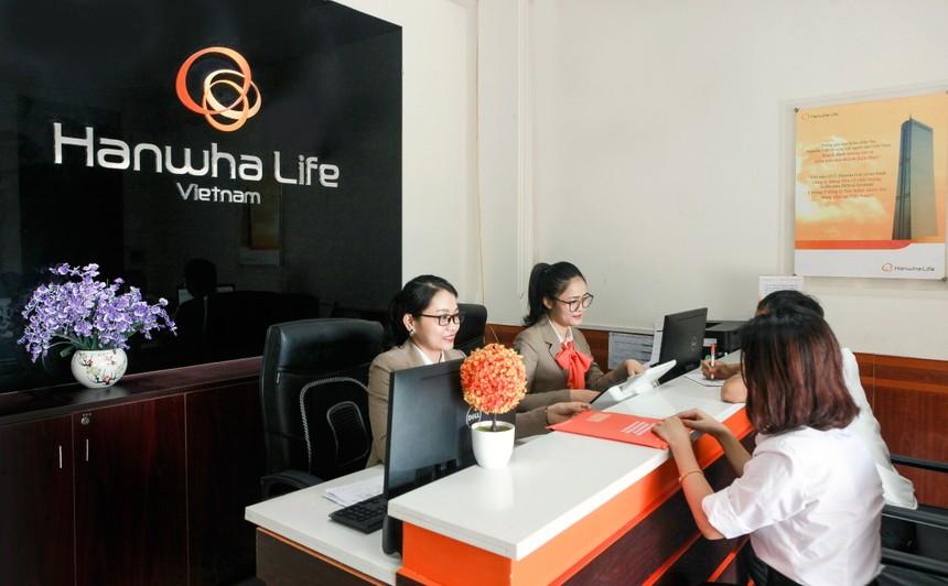 Hanwha Life Việt Nam chi trả gần 1,6 tỷ quyền lợi bảo hiểm cho khách hàng ở Hà Tĩnh