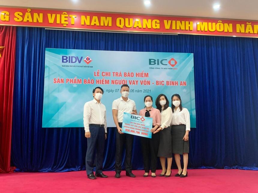 BIC chi trả hơn 830 triệu đồng quyền lợi bảo hiểm cho khách hàng vay vốn tại BIDV Đông Hà Nội